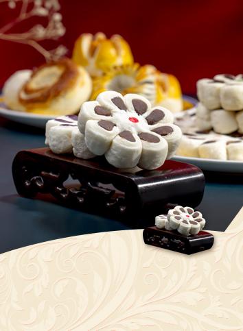 【Eight pieces of plum blossom cake】
